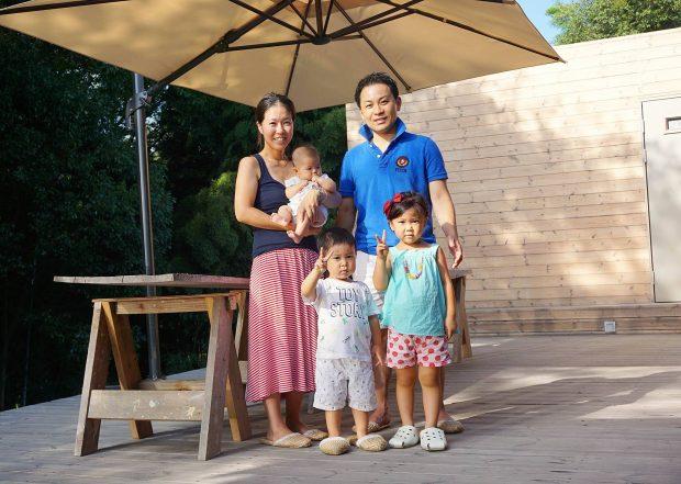 上段右側が石川さん。5人家族です。
